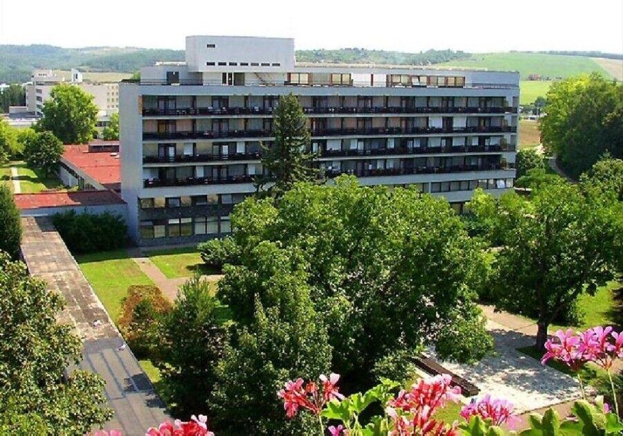 Отдых и оздоровление за рубежом Ibookmed Курорт Дудинце Отель Смарагд 3* - фото 1
