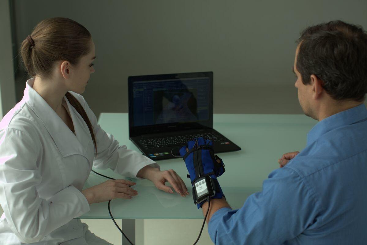 Медицинское оборудование Мадин Реабилитационная перчатка «АНИКА» - фото 8