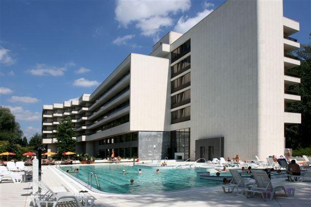 Отдых и оздоровление за рубежом Ibookmed Курорт Пьештяны Гостиница Danubius health spa resort esplanade 4* - фото 1