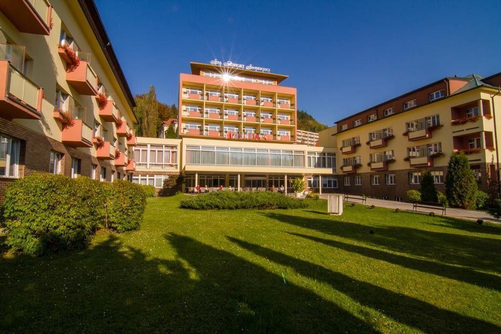 Отдых и оздоровление за рубежом Ibookmed Курорт Карловы Вары Отель Spa Resort Sanssouci 4* - фото 1