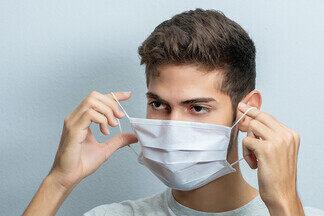 Стало известно, почему опасно дважды надевать одну и ту же маску